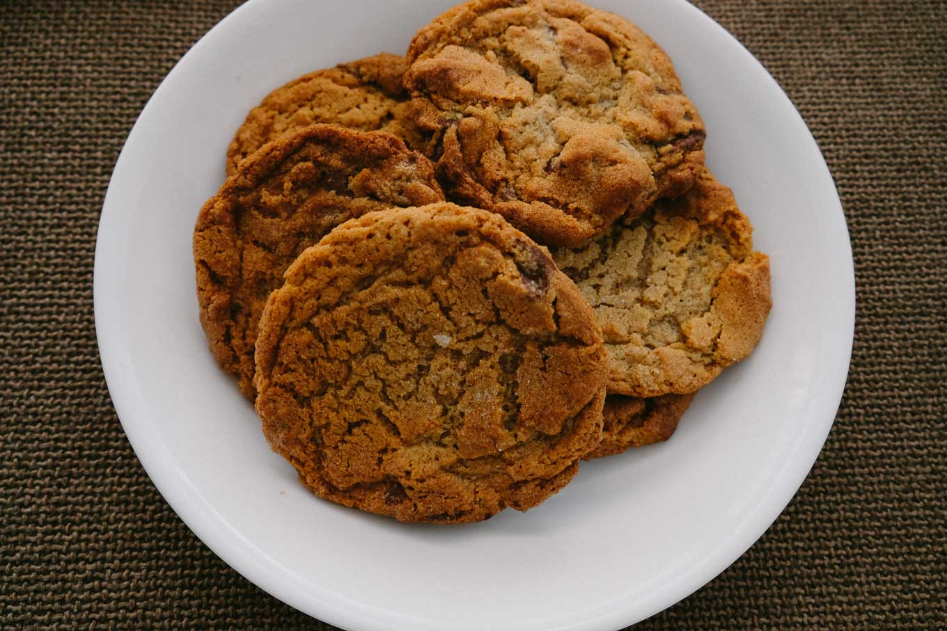 peanut butter cookies with milk chocolate chunks | the Tastiest Book